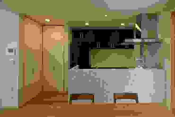 東金町の家【House Higashikanamachi】 モダンな キッチン の Nieda Architects モダン