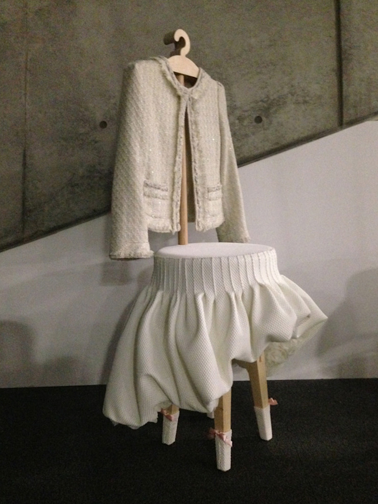 Dress up stool: Studio KANALI의 현대 ,모던