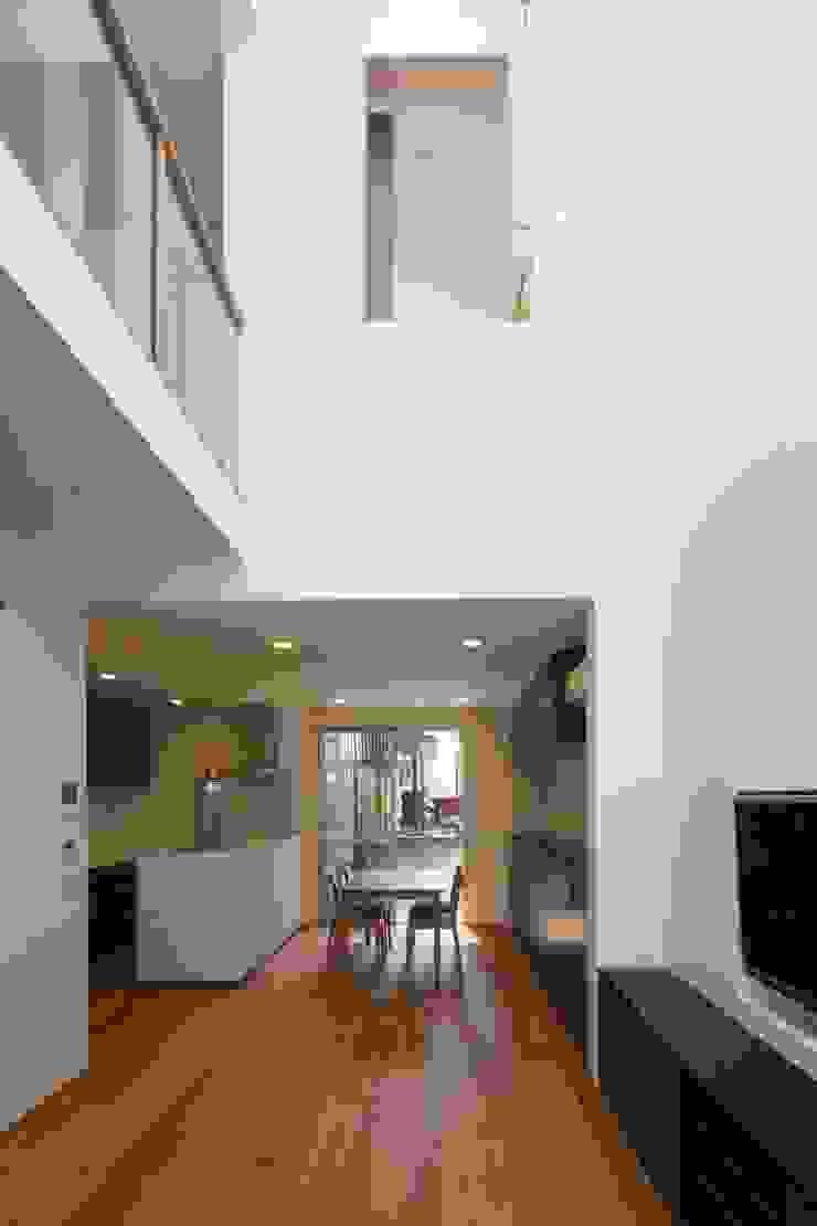 東金町の家【House Higashikanamachi】 モダンデザインの ダイニング の Nieda Architects モダン