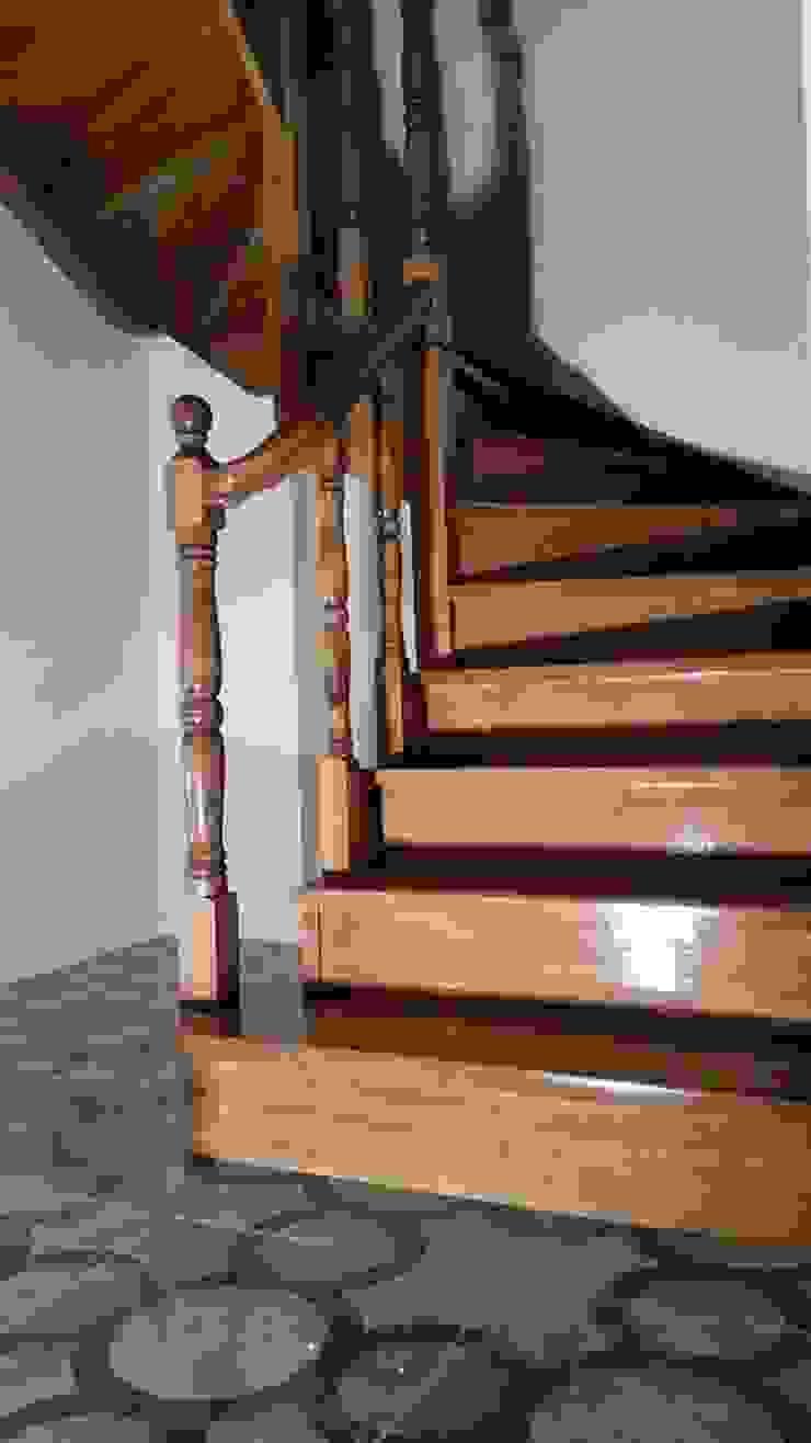 Yıldız  Ahşap merdiven ve küpeşte – U dönüşlü merdiven: modern tarz , Modern