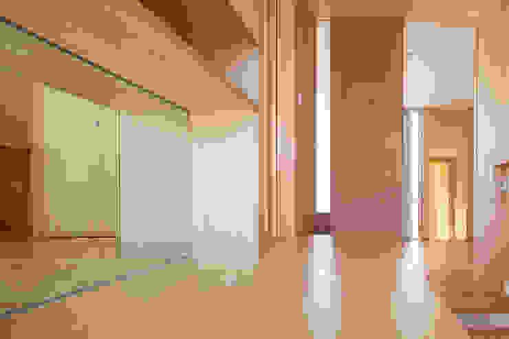 筑穂の家 モダンスタイルの 玄関&廊下&階段 の 小平惠一建築研究所 モダン
