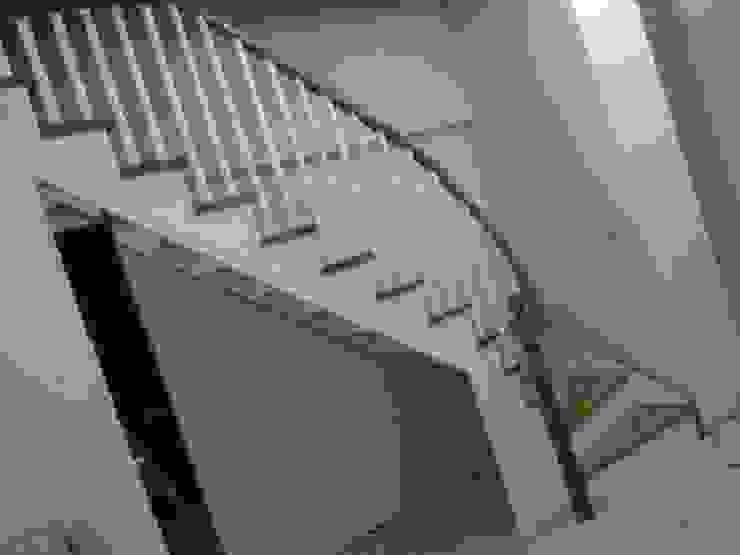 modern  by Yıldız  Ahşap merdiven ve küpeşte, Modern