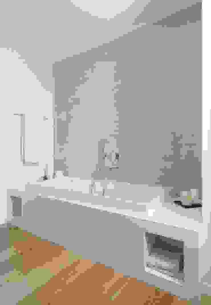 Baños de estilo minimalista de SANSON ARCHITETTI Minimalista