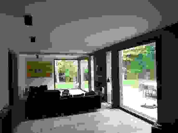 Moderne Wohnzimmer von L+R architecture Modern