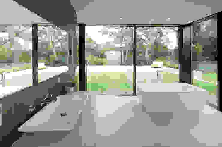 Bad 2, Blick Berkelaue Moderne Badezimmer von Hermann Josef Steverding Architekt Modern