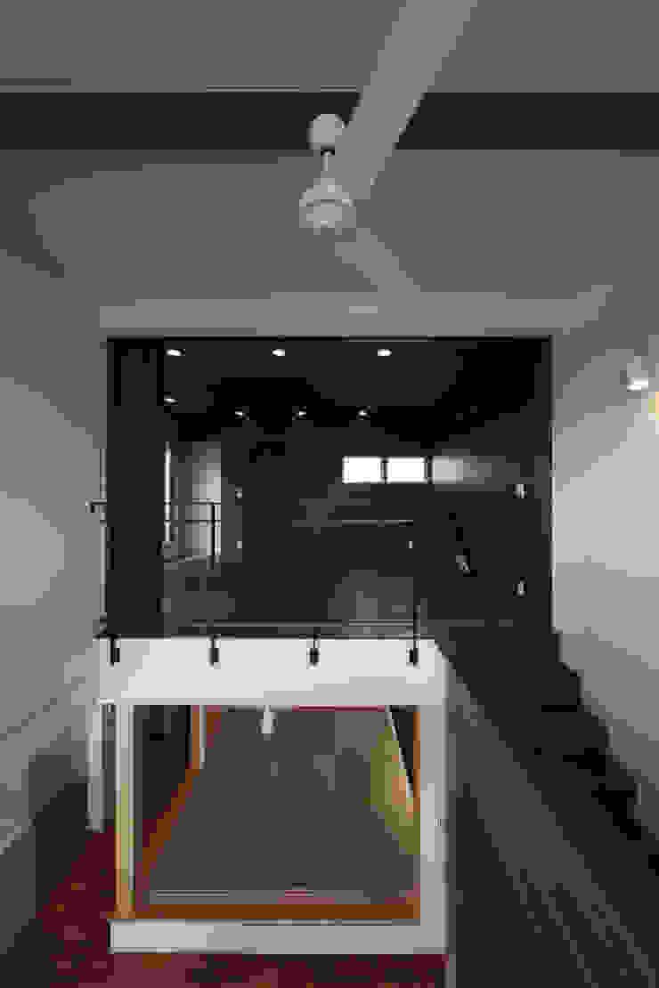 THE HOUSE WITH CAR-GARAGE IN ICHINOMIYA CITY JAPAN モダンデザインの 多目的室 の 株式会社 アトリエ創一級建築士事務所 モダン