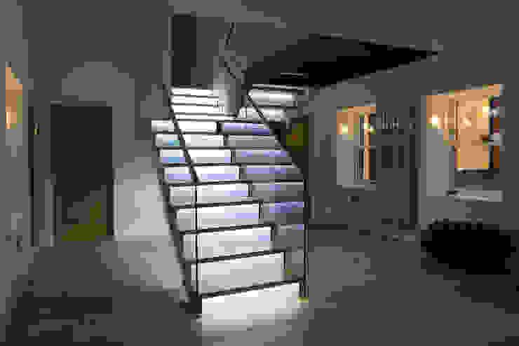 Townfoot Modern corridor, hallway & stairs by GLM Ltd. Modern