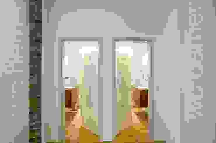Patienten-WC's Moderne Praxen von Architekturbüro Borchmann Modern