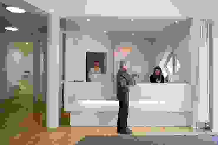 Empfang Moderne Praxen von Architekturbüro Borchmann Modern