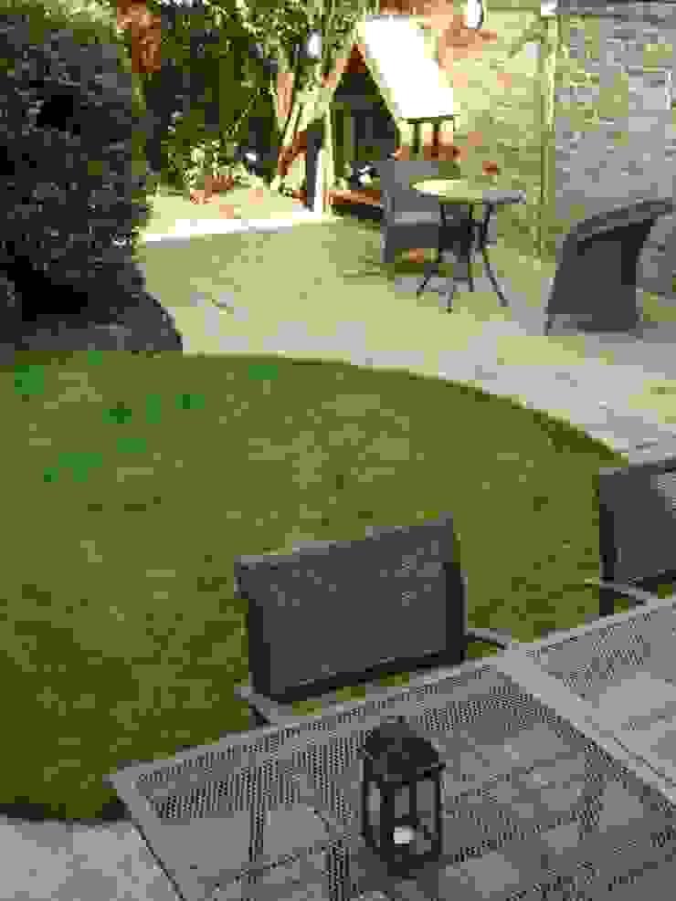Long Suburban Garden Fenton Roberts Garden Design Modern garden