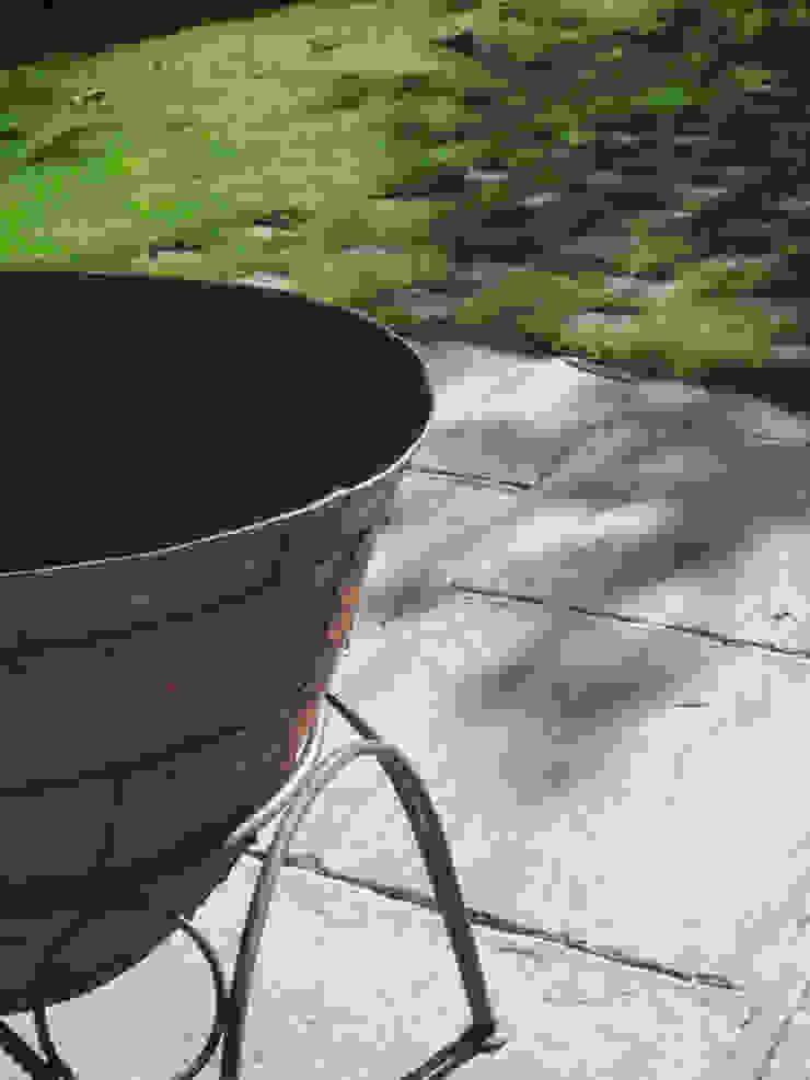 Fire bowl Fenton Roberts Garden Design สวนเตาผิงและเตาบาร์บีคิว