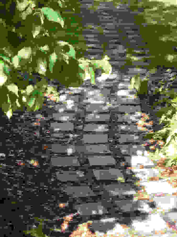 Path Fenton Roberts Garden Design Modern garden