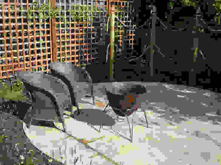 Fire bowl: rustic  by Fenton Roberts Garden Design, Rustic