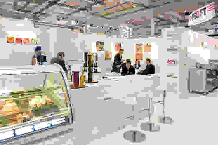Messestand Eisforum Modernes Messe Design von Architekturbüro Borchmann Modern