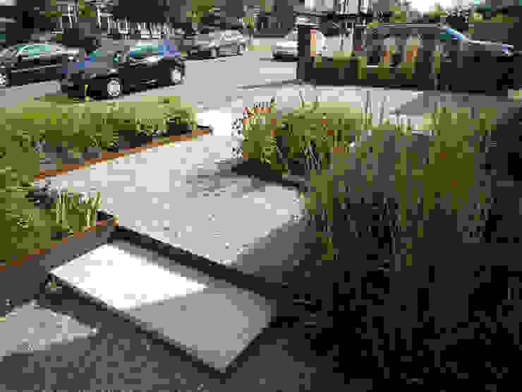 Gravel with Steel Edging Modern garden by Fenton Roberts Garden Design Modern