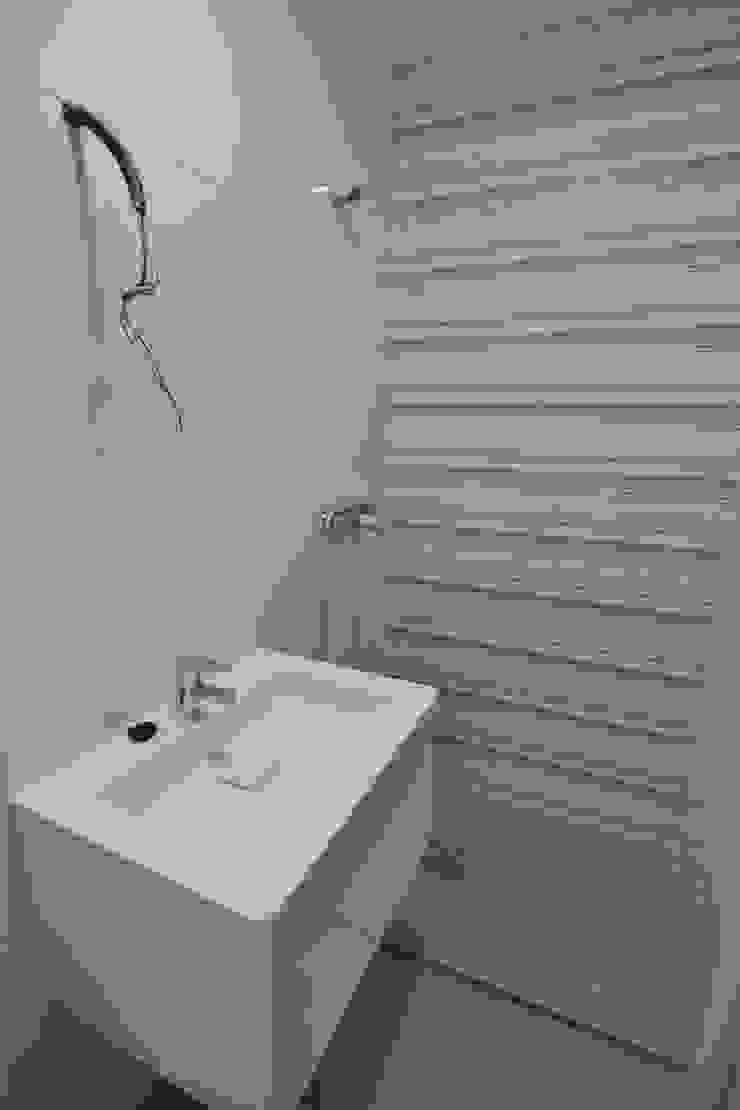 REFORMA INTEGRAL PISO Baños de estilo minimalista de MIMESIS INTERIORISMO Minimalista