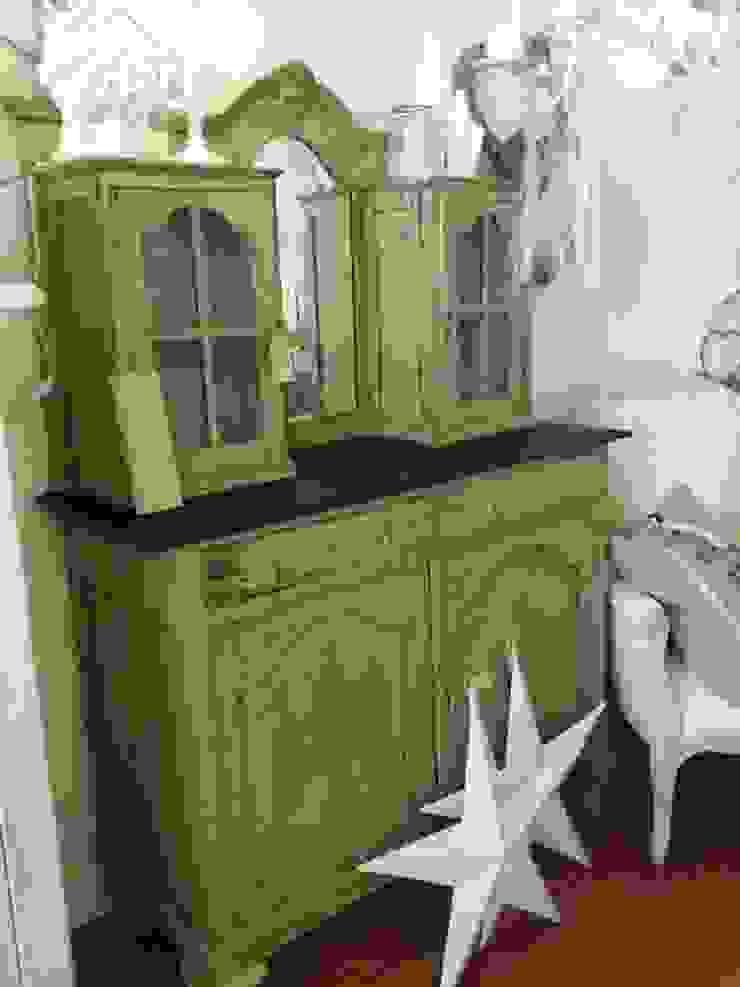 Oma's gepimpte kast van gustaviaans vintage homestyle Rustiek & Brocante