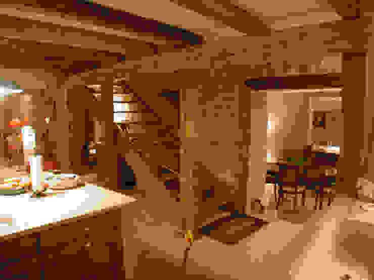 Maison à Bournens Couloir, entrée, escaliers rustiques par [GAA] GUENIN Atelier d'Architectures SA Rustique