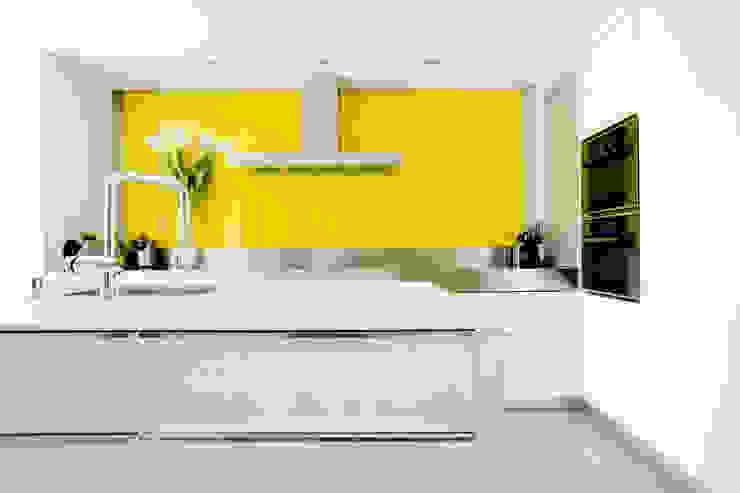 Cozinhas modernas por IPUNTO INTERIORISMO Moderno