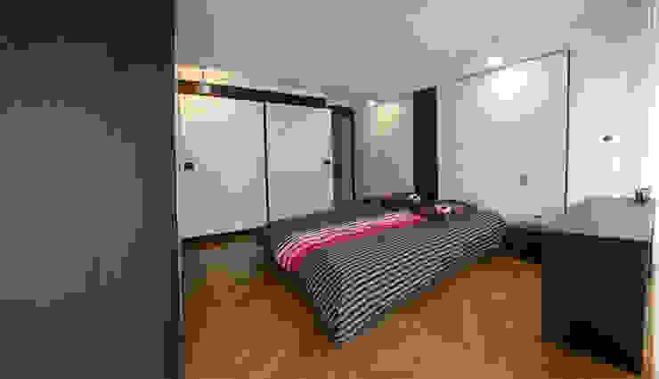 Chambre Chambre moderne par Atelier TO-AU Moderne