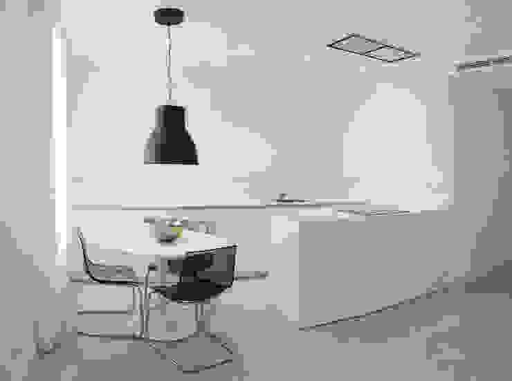 Cocina-comedor integrada con el salón Cocinas de estilo minimalista de Torres Estudio Arquitectura Interior Minimalista