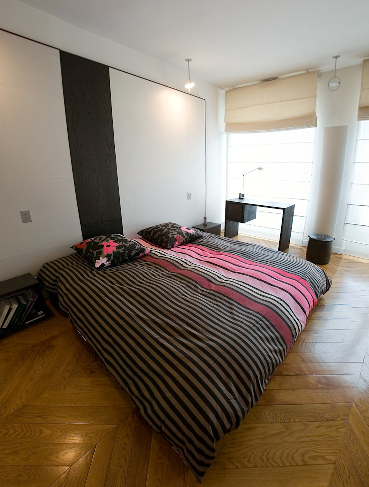 Modern Bedroom by Atelier TO-AU Modern