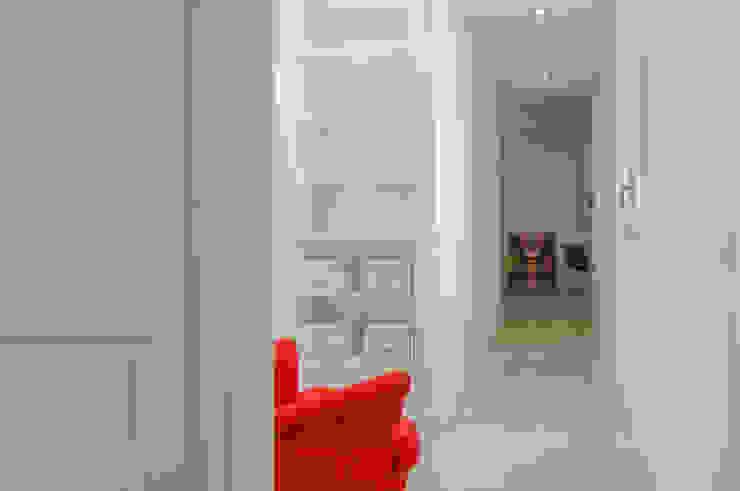 Transformación del pasillo en un lugar tranquilo Pasillos, vestíbulos y escaleras de estilo minimalista de Torres Estudio Arquitectura Interior Minimalista