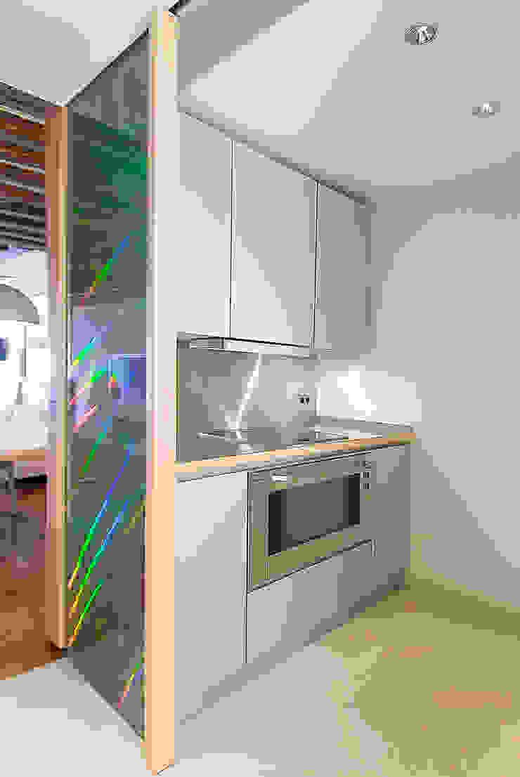 Modern Kitchen by Atelier TO-AU Modern