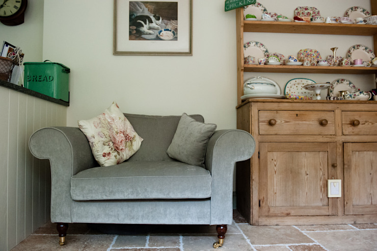 Welcoming Family Home Country style living room by Simone Barker Interiors Country