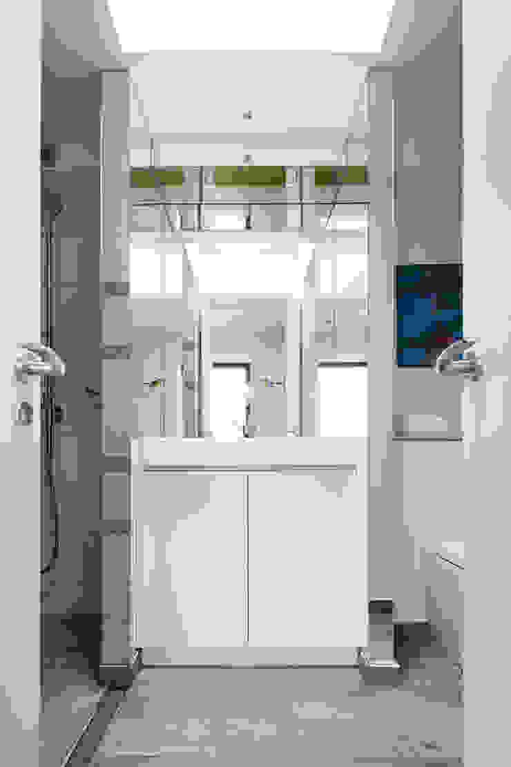 Green Retrofit, Lambourn Road Modern bathroom by Granit Architects Modern