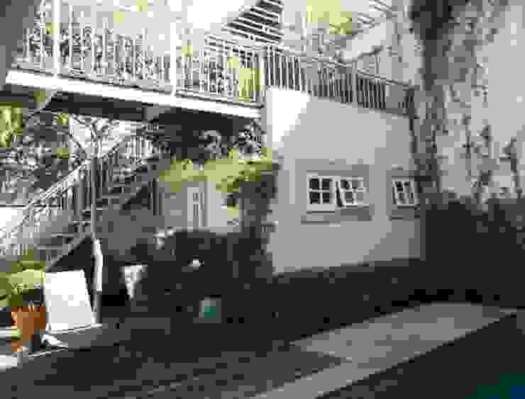 Balkon, Beranda & Teras Modern Oleh Ornella Lenci Arquitetura Modern