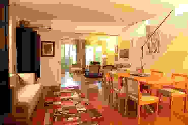 Living: Salas de estar  por Ornella Lenci Arquitetura,