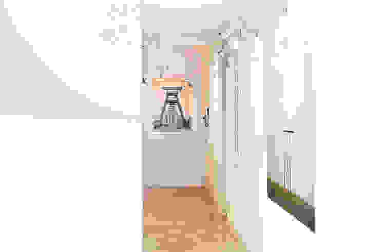Pasillos, halls y escaleras escandinavos de Egue y Seta Escandinavo