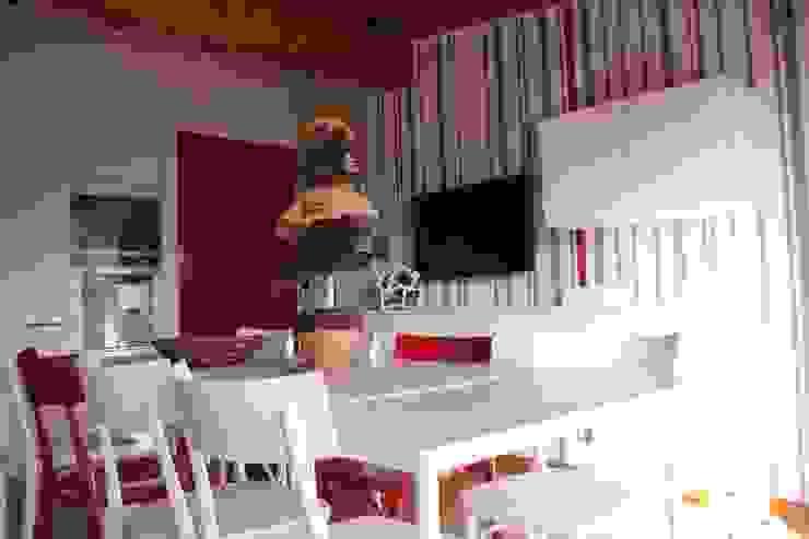Dettagli di rosso Cantina moderna di GRETA DONIS Moderno