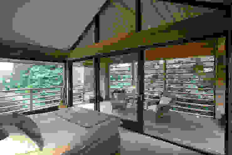 Cedarwood Camera da letto eclettica di Tye Architects Eclettico