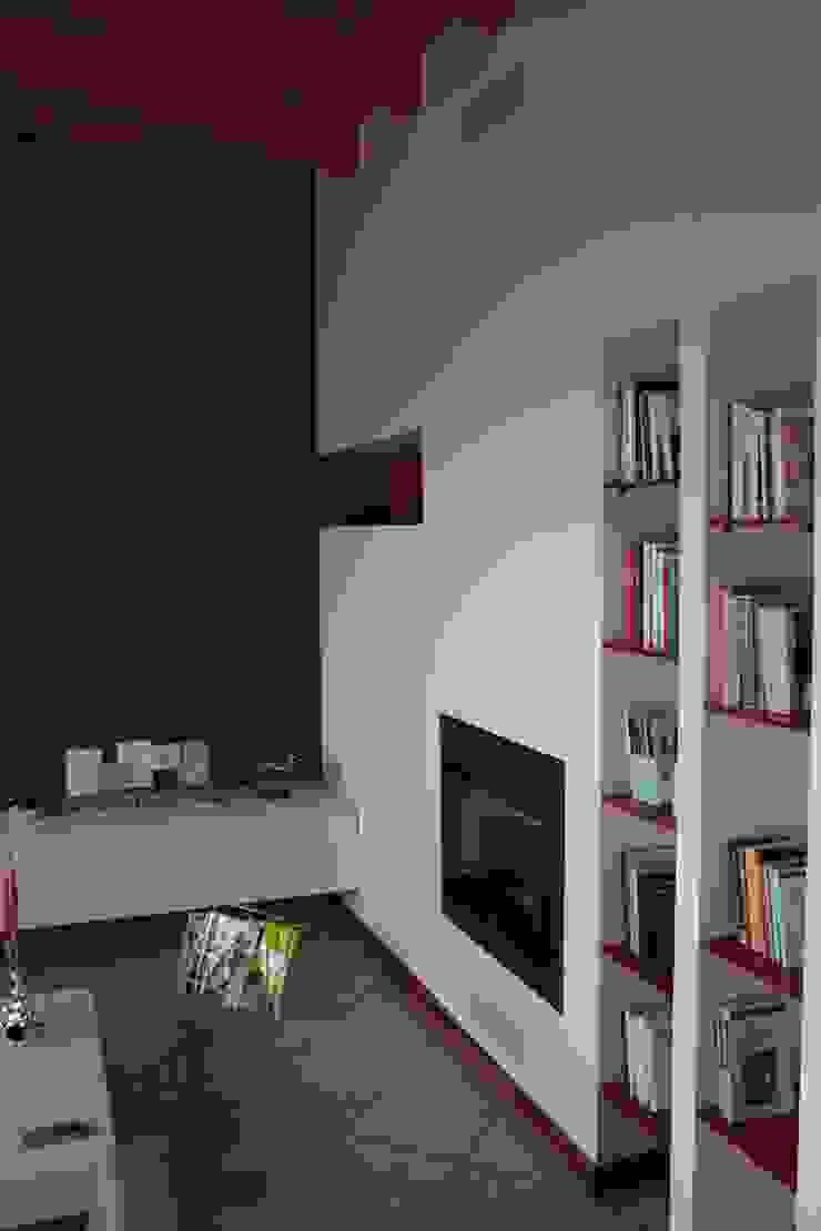 Dettagli di rosso Soggiorno moderno di GRETA DONIS Moderno