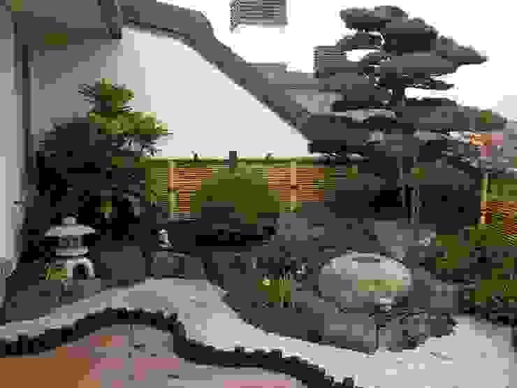 angolo di Giappone Midori srl Balcone, Veranda & Terrazza in stile eclettico
