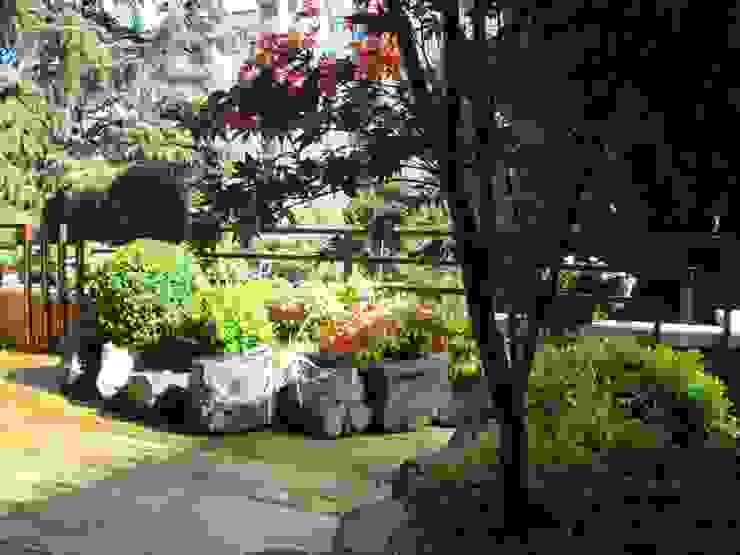 Un angolo di paradiso Balcone, Veranda & Terrazza in stile eclettico di Midori srl Eclettico
