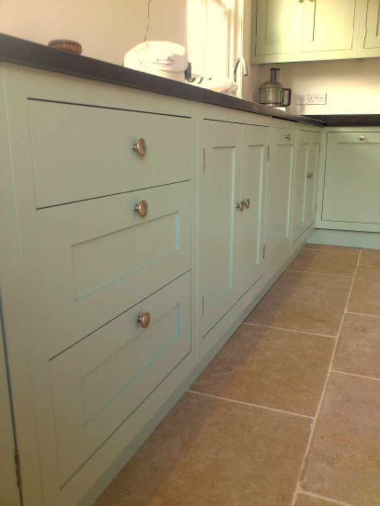 Hand Painted Kitchen - Stirlingshire Country style kitchen by Carte Blanche Decorative Painters Country