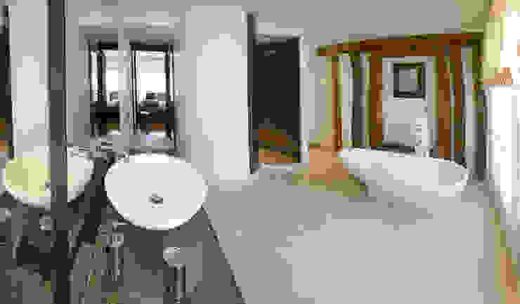 Modern Bathroom by Atelier TO-AU Modern