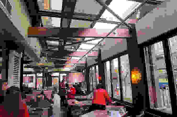 Giardino d'inverno per il bar/caffé Gastronomia in stile moderno di Studio d'arte e architettura Ana D'Apuzzo Moderno