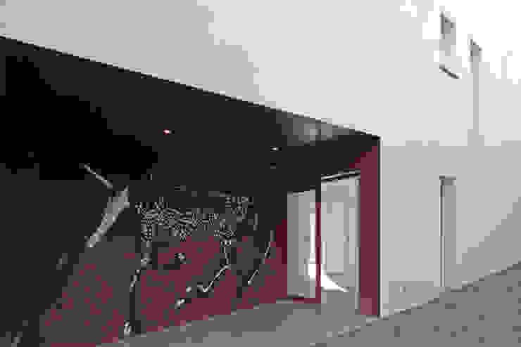 MAISON BASTILLE Couloir, entrée, escaliers minimalistes par SCRIPT architectures Minimaliste