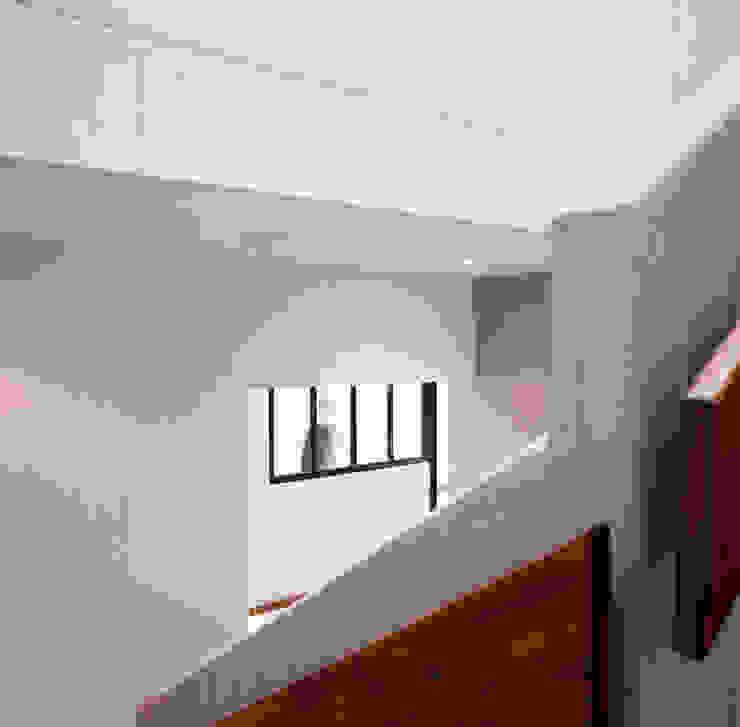 by Hélène Reinhard / Atelier CAIROS architectes et paysagistes associés Modern