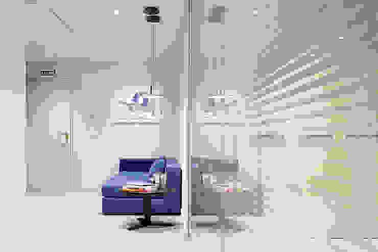 Rehabilitación de oficinas en Bilbao. Estudios y despachos de estilo moderno de Urbana Interiorismo Moderno