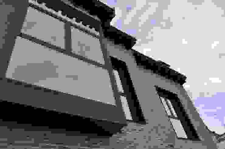 Fachada de bloque de viviendas Casas de estilo clásico de ARQit estudio Clásico