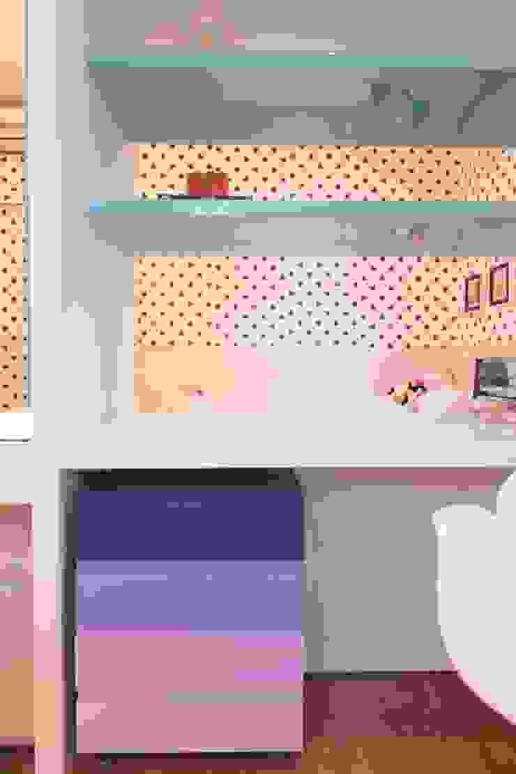 Bancada estudos Quartos modernos por Studio Fabrício Roncca Moderno