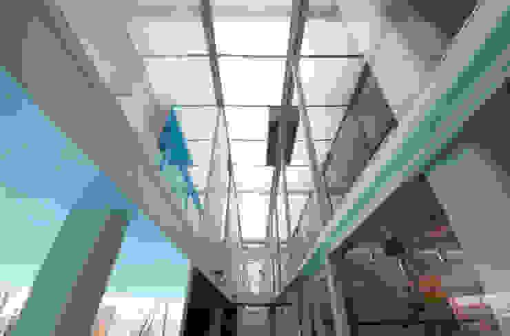 Concessonaria e officina d'automobili Concessionarie d'auto moderne di Studio d'arte e architettura Ana D'Apuzzo Moderno