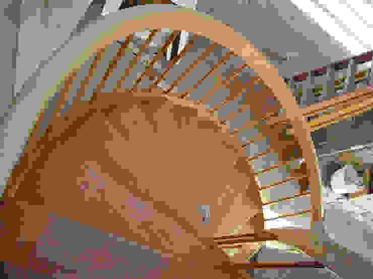 ANGORA EVLERİ levent tekin iç mimarlık Koridor, Hol & MerdivenlerMerdivenler