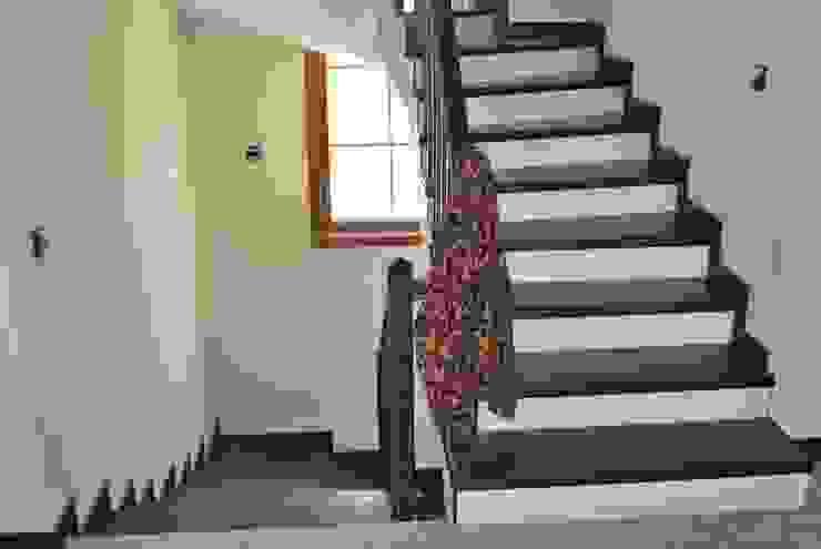 UTKUKÖY SİTESİ levent tekin iç mimarlık Koridor, Hol & MerdivenlerMerdivenler