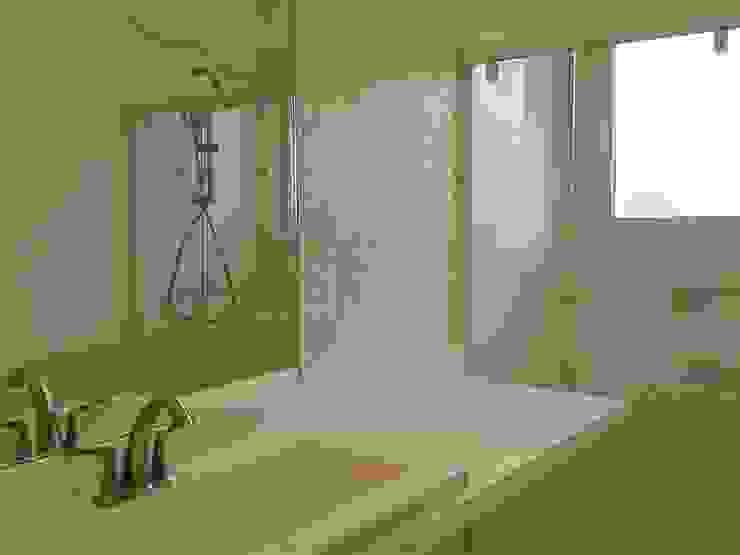 Residência Marituba Casas de banho clássicas por Rachel Nakata Arquitetura Clássico